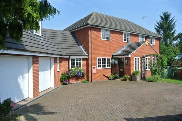 4 bedroom house in Lincolnshire with Indoor swimmingpool for £449995